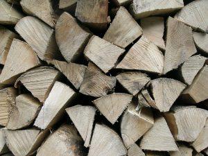 Sprzedaż drewna kominkowego