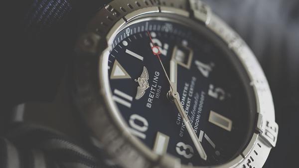 szwajcarskie zegarki męskie na pasku