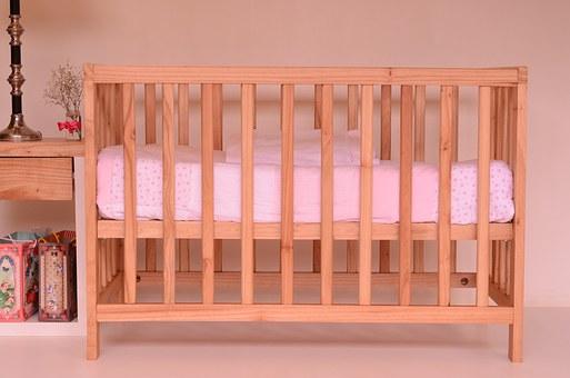 niemowlęce łóżeczko białe z szufladą