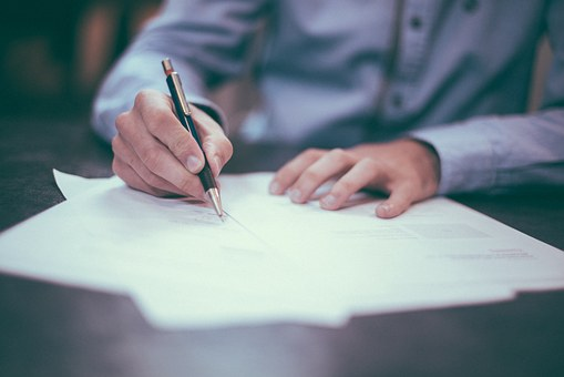 na co zwracać uwagę przy podpisaniu umowy o pracę