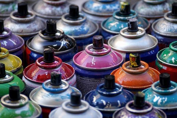 farba w sprayu do tkanin