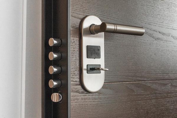 drzwi wewnętrzne białe drewniane